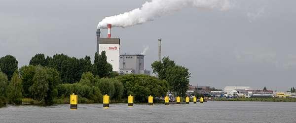 Kraftwerk Hastedt an der Bremer Weser und dem Weserwehr