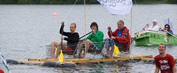 1. Bremer Badewannenregatta am Mahndorfer See