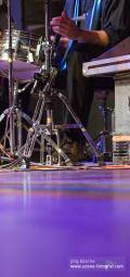Frank Mattutat spielt Schlagzeug am Abend des Benefizkonzerts