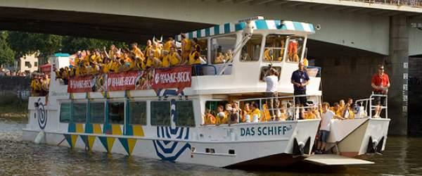 Haake-Beck BadeinselRegatta 2008 an und auf der Weser in der Hansestadt Bremen