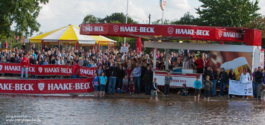 13. Haake Beck BadeinselRegatta 2012 -  Pack die Badeinsel ein! (Badeinsellauf, Rennen, Zieleinlauf und Siegerehrung)