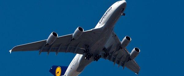Airbus A380 im Überflug über Hamburg