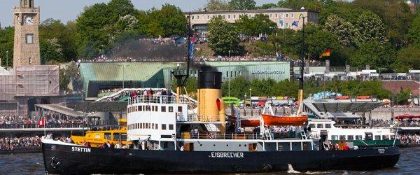 Dampfschiff in Hamburg (Hafenfest)