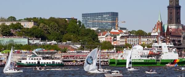 Segelschiffe an den Landungsbrücken beim 822. Hafenfest