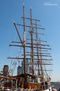 Segelschiff in Hamburg an den Landungsbrücken