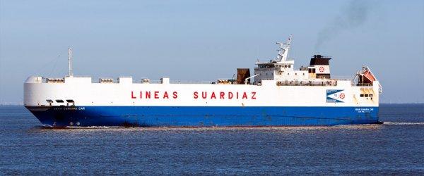 Kurzstrecken-Autotransporter der Lineas Suardiaz beim Auslauf aus dem Hafen von Cuxhaven