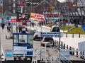 Flaggen im Hafenbereich von Cuxhaven.