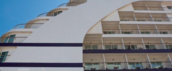 Passagierschiff im Hafen von Warnemünde