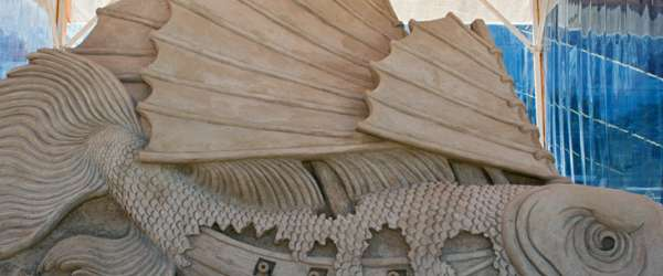 Fisch als Sandskulptur bei der 2. Warnemünder Sandwelt (2011)