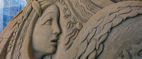 Meerjungfrau als Sandskulptur bei der 2. Warnemünder Sandwelt (2011)