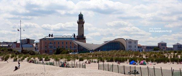 Teepott, Strand und Leuchtturm in Warnemünde