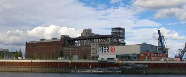 Einfahrt zum Anleger am Pier2 in Bremen