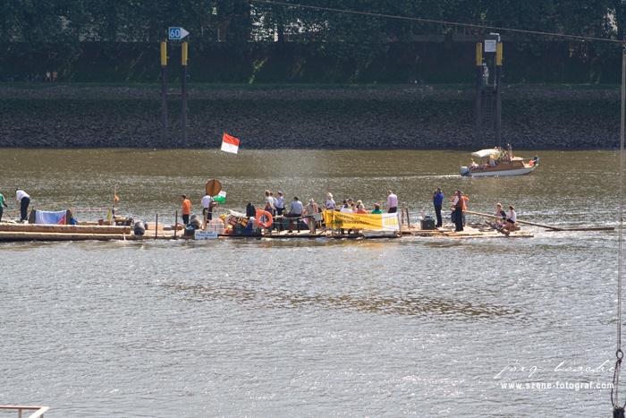 Weserfloß namens Weserarche in Bremen