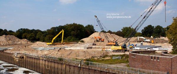 Übersicht über die Baustelle am Weserwehr. Erschaffung des Weserkraftwerks bald vollendet.