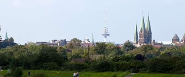 Die Wahrzeichen der Hansestadt Bremen. (Bremer Dom, Umgedrehte Kommode, Fernsehturm Walle, ...) Blickpunkt: Werdersee